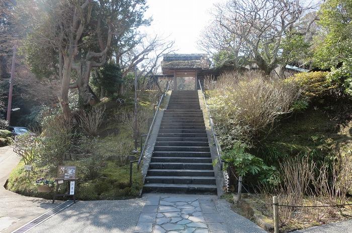 山門と石段
