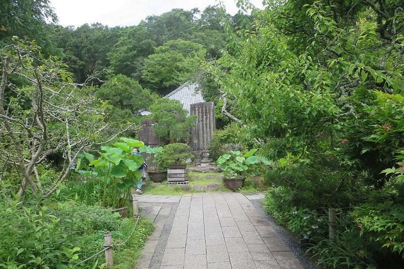 光則寺の中央