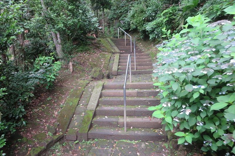 日朗の土牢の階段