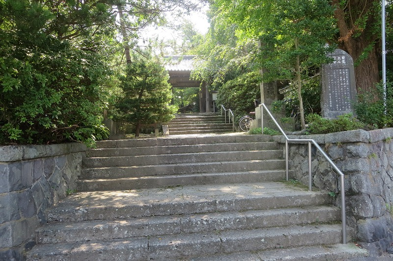 安国論寺入口